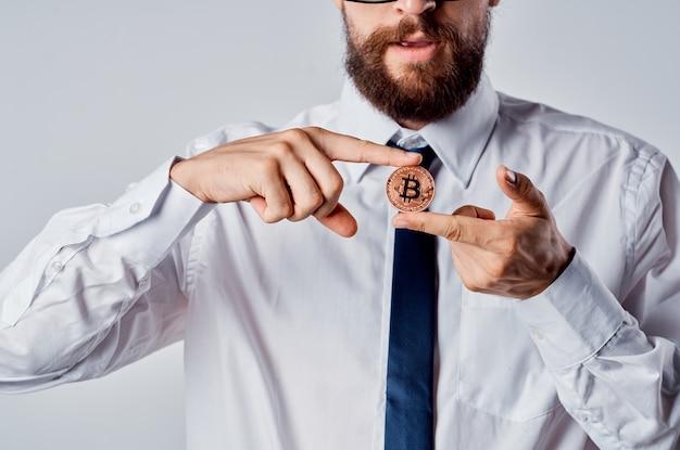 Economia del portafoglio elettronico di criptovaluta di finanza dell'uomo d'affari. foto di alta qualità