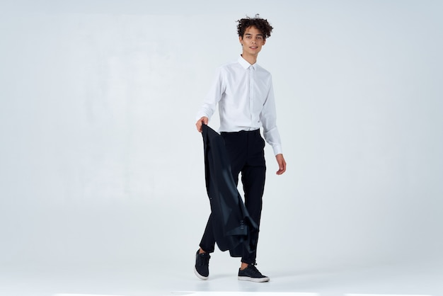 Dirigente di moda di sfondo chiaro studio giacca uomo d'affari