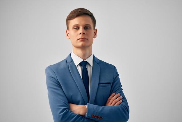 Uomo d'affari nel lavoro d'ufficio del manager vestito professionale