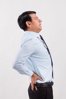 Uomo d'affari che soffre di mal di schiena, lesioni spinali
