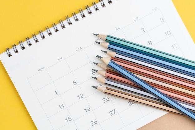 Pianificazione di riunioni di lavoro, programma di viaggio o pietra miliare del progetto e concetto di promemoria
