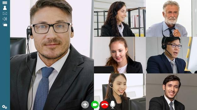 Riunione di gruppo di uomini d'affari in videoconferenza