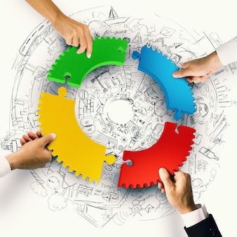 Gli uomini d'affari si uniscono ai pezzi colorati del puzzle
