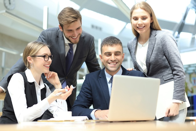 La gente di affari riunione conferenza discussione concetto aziendale.