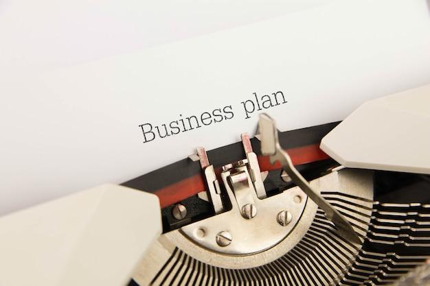 Business plan stampato su foglio bianco per la macchina da scrivere