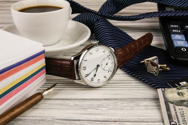 Affari una natura morta con uso di orologi costosi Foto Premium