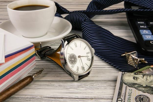 Affari una natura morta con uso di orologi costosi