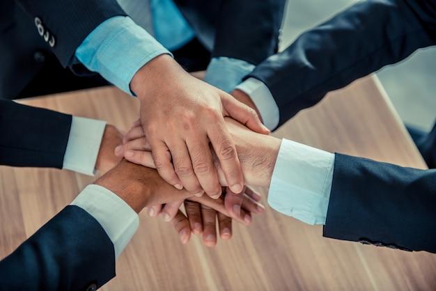 Business e lavoro di squadra per il raggiungimento di kpi e obiettivo