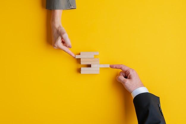 Lavoro di squadra aziendale e concetto di cooperazione.