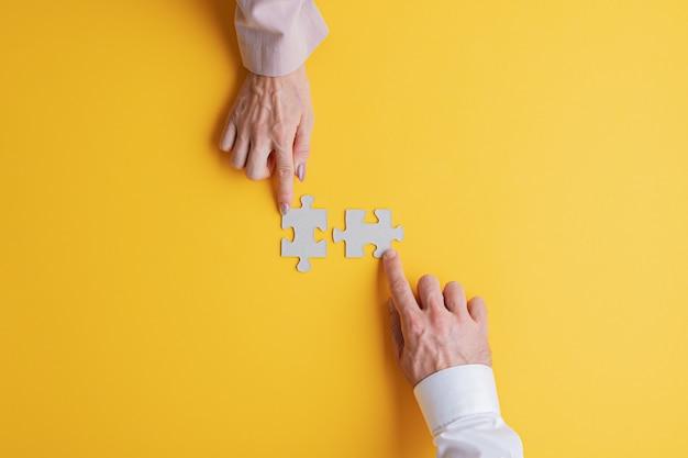 Lavoro di squadra aziendale e concetto di soluzione