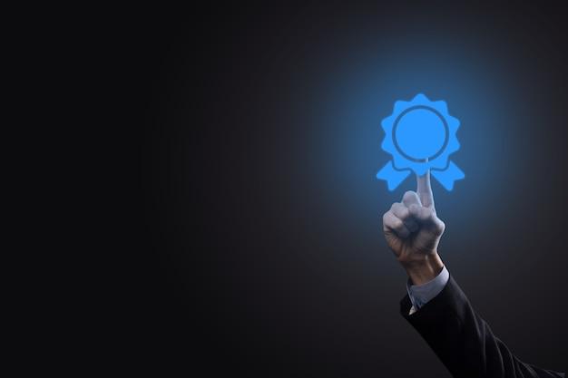 Obiettivo aziendale e tecnologico fissato obiettivi e risultati nel 2021 risoluzione del nuovo anno, pianificazione e avvio di strategie e idee icona grafica design concept uomo d'affari copia spazio