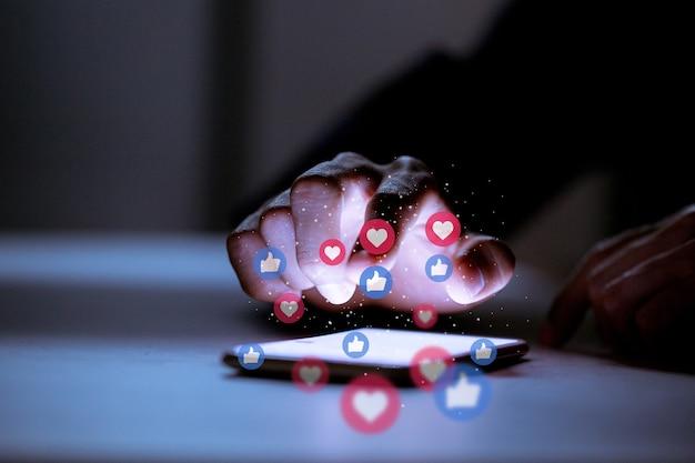 Business utilizzando smartphone, concetto di innovazione tecnologica di social media social networking.