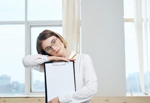 Responsabile del lavoro dell'ufficio della segretaria della donna d'affari