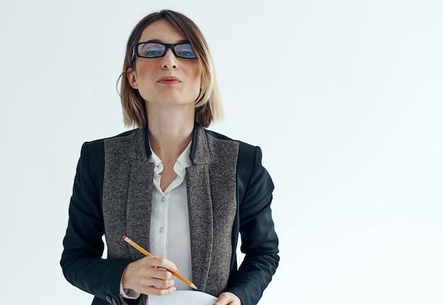 Business donna segretario psicologo documenti occhiali vestito.