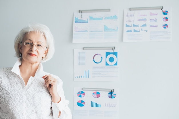 Donna d'affari. leader femminile forte di successo