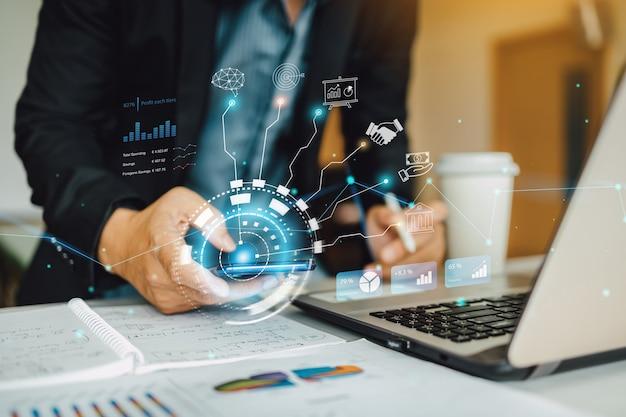 Analisi del marketing finanziario dell'uomo d'affari con tecnologia digitale ai per le attività di avvio