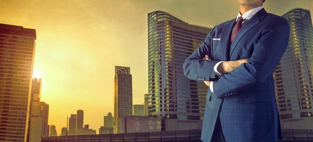 Uomo d'affari in una grande città