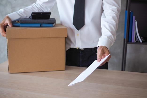 L'uomo d'affari ha deciso di inviare una lettera di dimissioni