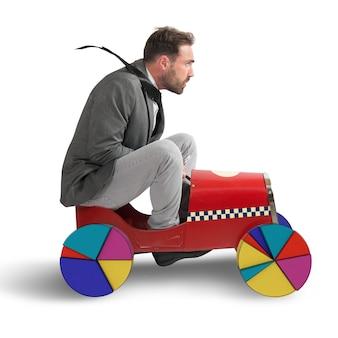 Uomo d'affari alla guida di un'auto con grafico di ruote