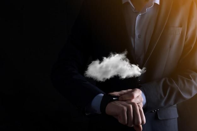 Imprenditore mano azienda cloud.cloud computing concetto, ravvicinata di un giovane uomo d affari con il cloud sulla sua mano.il concetto di servizio cloud.