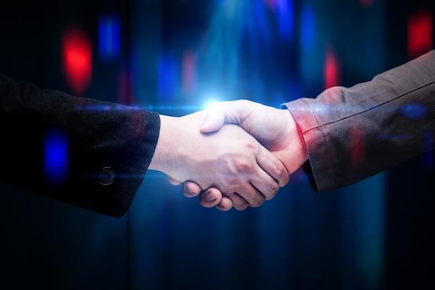 Stretta di mano dell'uomo d'affari per il concetto di partnership commerciale
