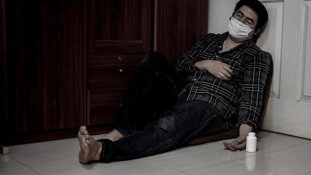 L'emicrania dell'uomo d'affari e prende la medicina. disoccupazione e problema di salute mentale. disturbo da stress post-traumatico (ptsd). problemi economici per i lavoratori in asia.