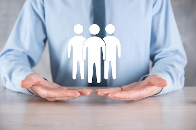 Icona del lavoro di squadra della stretta dell'uomo d'affari. costruire una squadra forte. icona di persone. risorse umane e concetto di gestione. social networking, concetto di centro di valutazione, audit personale o concetto di crm.