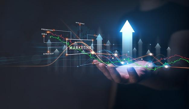 Uomo d'affari che tiene l'analisi di una crescita del grafico concetto di marketing digitale sviluppo e analisi