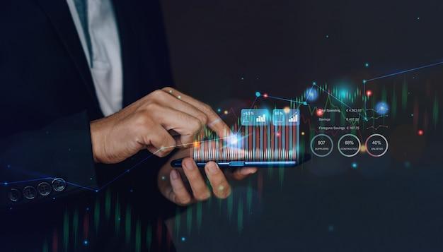 L'uomo d'affari interagisce con l'intelligenza artificiale per investire concetto di affari futuri
