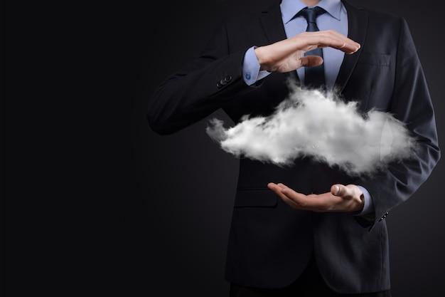 Imprenditore man mano che tiene il cloud.cloud computing concetto