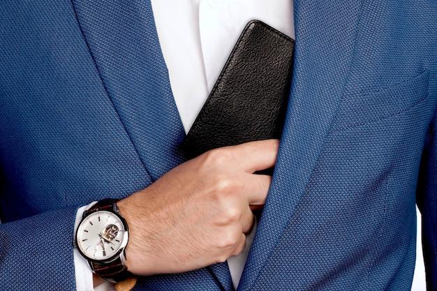 Tuta e tasca stile uomo d'affari