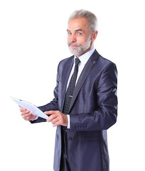 Uomo d'affari utilizzando un computer tablet - isolato su uno sfondo bianco