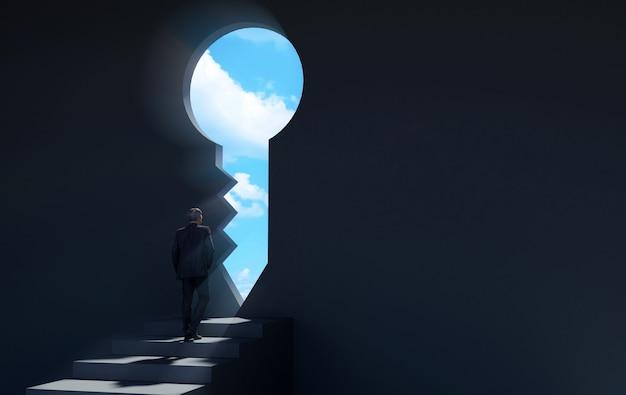Uomo d'affari che cammina alla porta chiave per una nuova opportunità