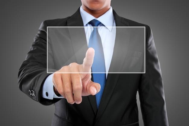 Uomo d'affari con il computer della compressa che lavora allo schermo