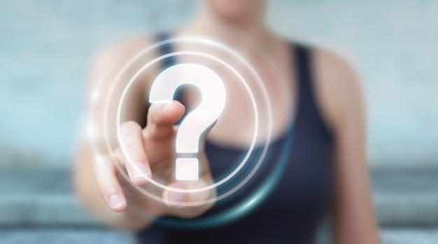 Imprenditrice utilizzando punti interrogativi interfaccia digitale