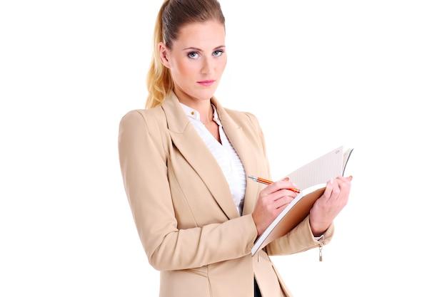 Donna d'affari con agenda su sfondo bianco