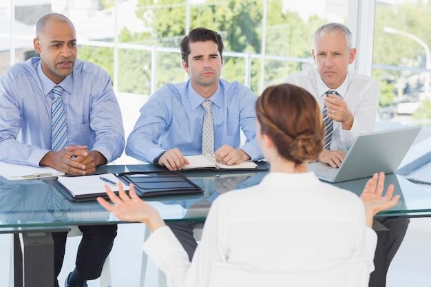 Imprenditrice al colloquio di lavoro