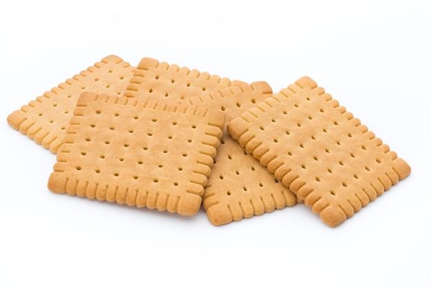 Cracker di burro sulla superficie bianca.