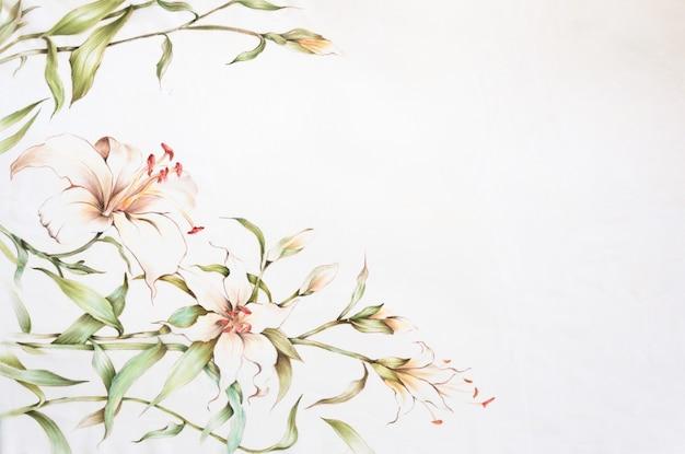 Farfalle e fiori disegnati a mano su seta