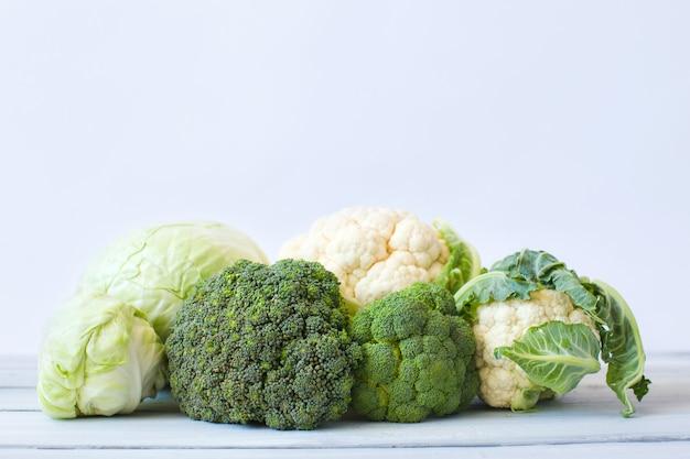 Cavolo. cavolfiore, cavolo cappuccio, broccoli