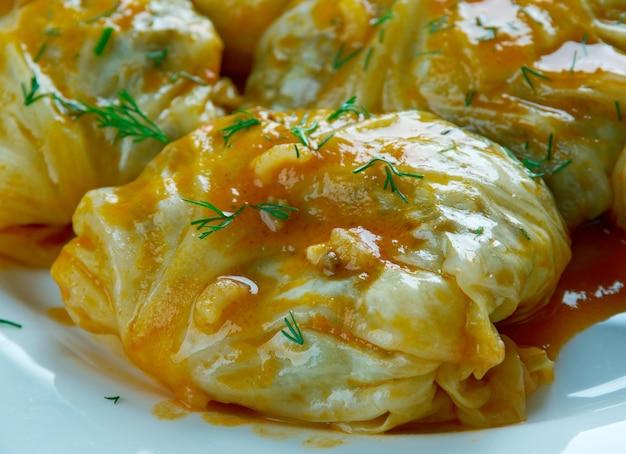 Cavolo tolma piatti di verdure ripieni in stile georgiano.