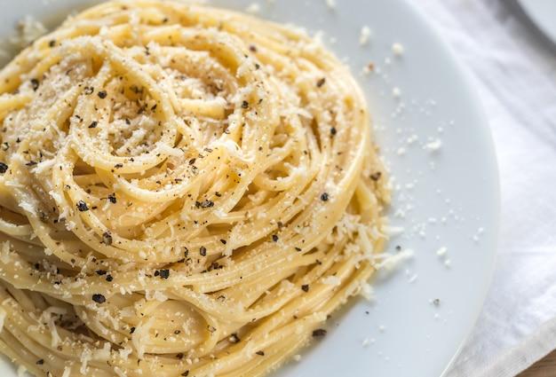 Cacio e pepe - spaghetti al formaggio e pepe