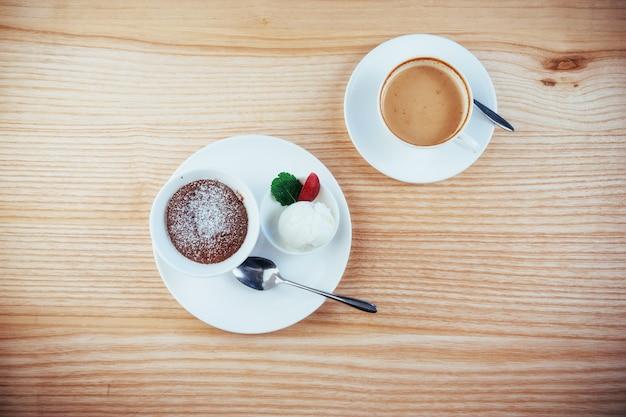 Torta gelato con cappuccino al cioccolato
