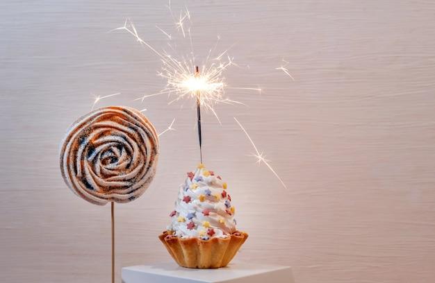 Torta crostata bianco set vela champagne consegna sparkler petardo