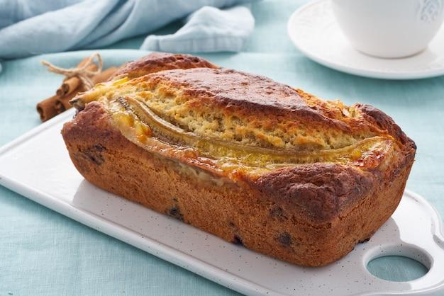 Torta con banana e mirtilli