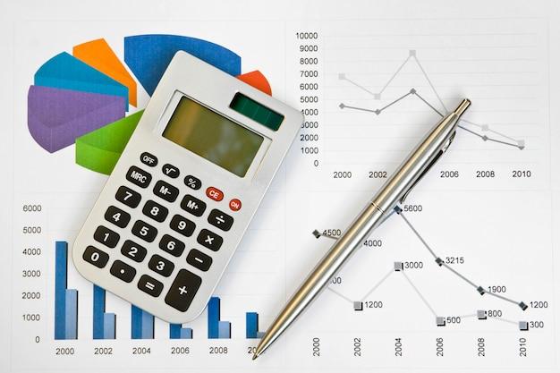 Calcolatrice e penna