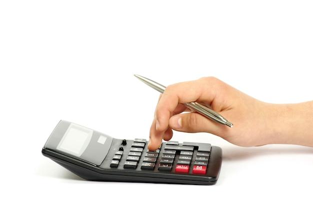 Calcolatrice con la mano isolata su white