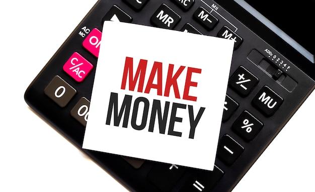 Calcolatrice con testo fare soldi con carta bianca