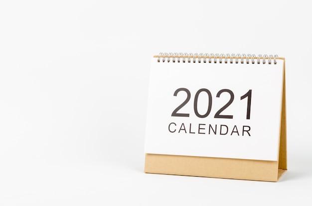 Scrivania calendario 2021 per organizer per la pianificazione e promemoria su bianco