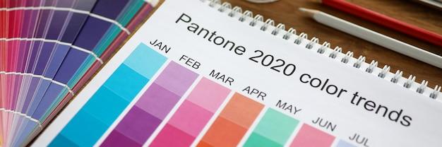 Concetto di colore di tendenza di selezione del mese di calendario